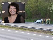 Bekende schrijfster in auto die over de kop sloeg op A1 bij Hengelo