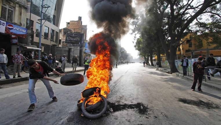 Nationale Staking: Nepal Getroffen Door Nationale Staking, Toeristen Zitten