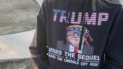 Moeder beweert dat haar dochter wordt  gepest omdat ze een trui van Trump draagt