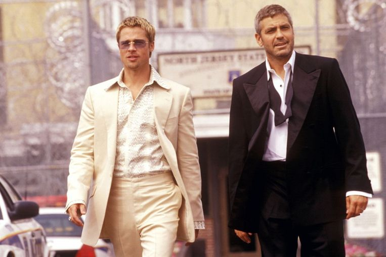 Brad Pitt (links) en George Clooney in Ocean's Thirteen. Beeld