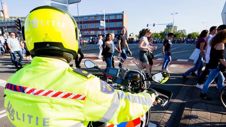 De veiligheidsmaatregelen bij het concert van Guus Meeuwis werden opgeschroefd naar aanleiding van een incident met een mogelijk geradicaliseerde man. Beeld ANP