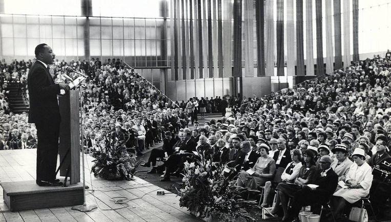 Martin Luther preekt in de RAI op het Europees Baptistencongres, zondag 16 augustus 1964 - entree voor Amsterdammers 75 cent. Foto Paroolarchief Beeld