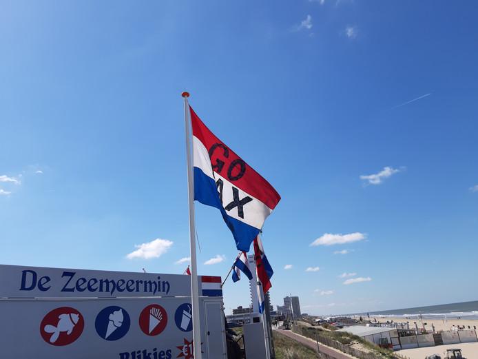 Langs de Boulevard in Zandvoort gaat de vlag uit voor de Formule 1 en Max Verstappen.