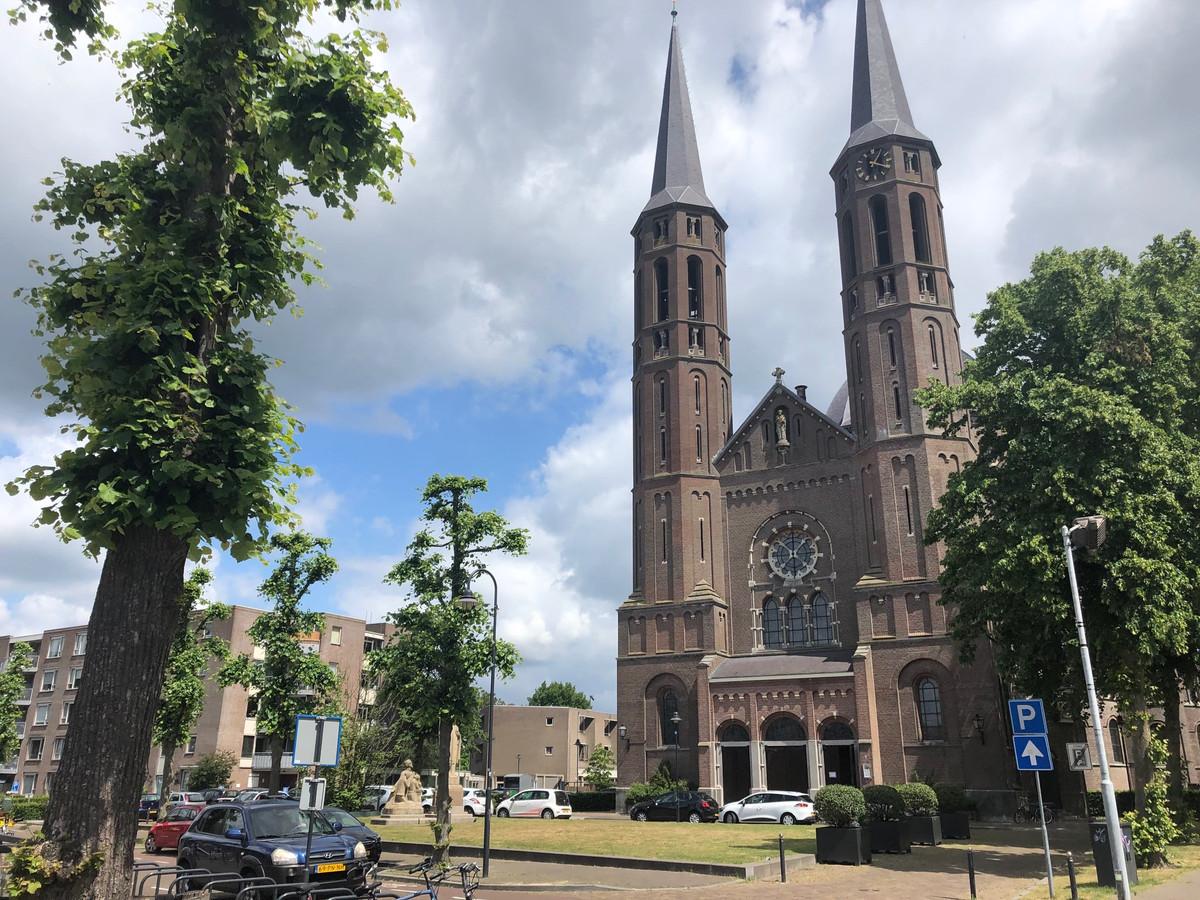 De Sint Petruskerk in Uden.