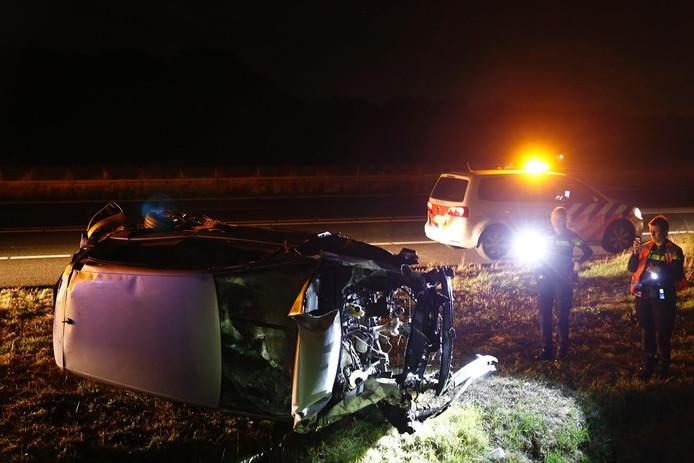 De auto liep veel schade op.