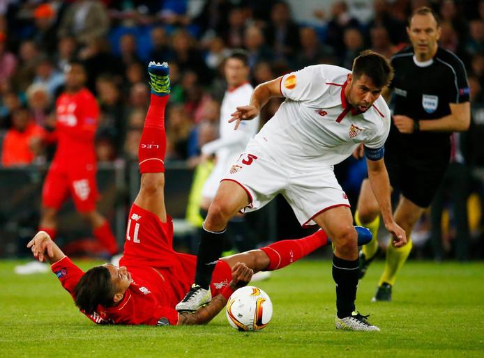 Coke (r) namens Sevilla in de finale van de Europa League.
