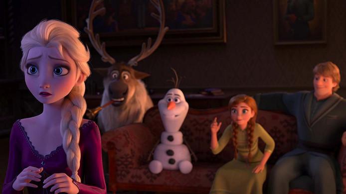 Het vervolg zoomt opnieuw vooral in op de buitengewone krachten van de ijsprinses Elsa die alles kan bevriezen, zelfs zeegolven.
