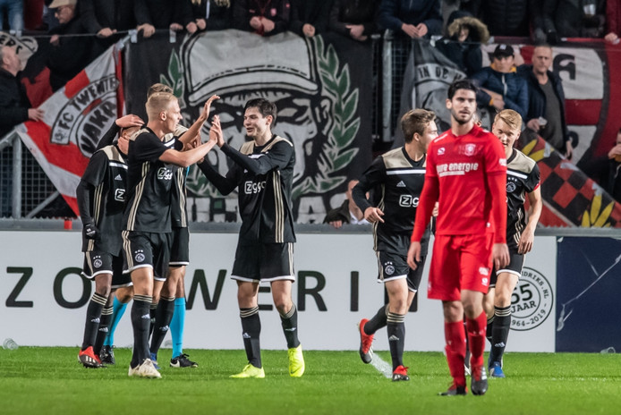 Jong Ajax zet FC Twente voor schut.