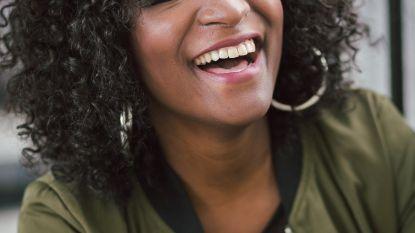 """""""Te zwart voor het scherm"""": onderzoek naar racistische beledigingen aan RTBF-weervrouw"""
