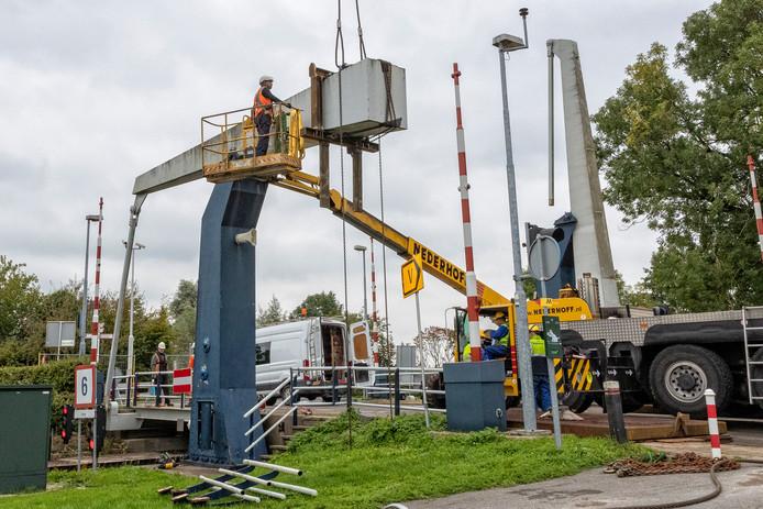 De Ziendebrug in Zwammerdam ondergaat groot onderhoud.