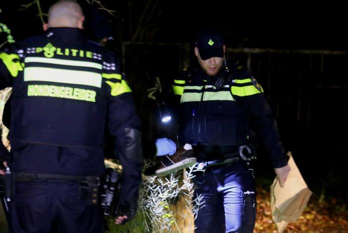 De politie vindt een schoen in een sloot.