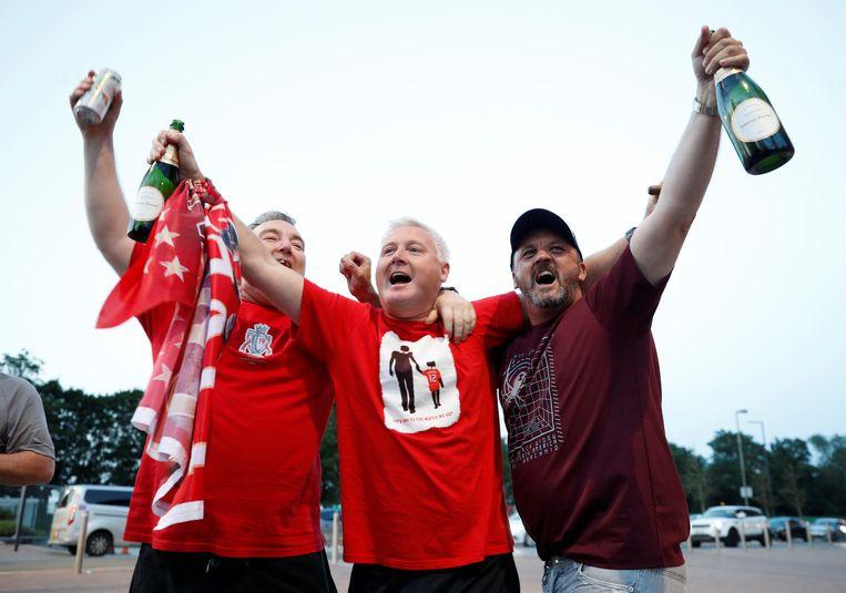 Feest bij Liverpoolfans in de buurt van Anfield.
