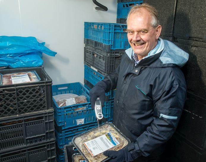 Voorzitter Dirk van Kampen van Voedselbank Alphen. Die deelt voorlopig geen pakketten uit. De gemeente bekijkt hoe ze kan helpen.
