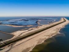 Zandoevers langs Houtribdijk zo goed als klaar