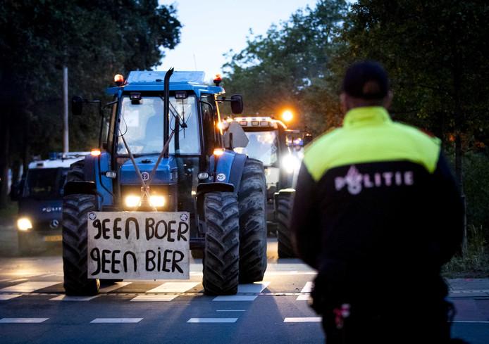 Boze boeren willen ervoor zorgen dat de schappen voor de kerst leeg zijn.
