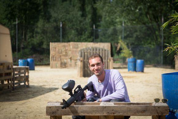 Kaspar op zijn buitenterrein in Hanswijk De Bercht. In totaal beschikt hij over 2.000 vierkante meter speelruimte.