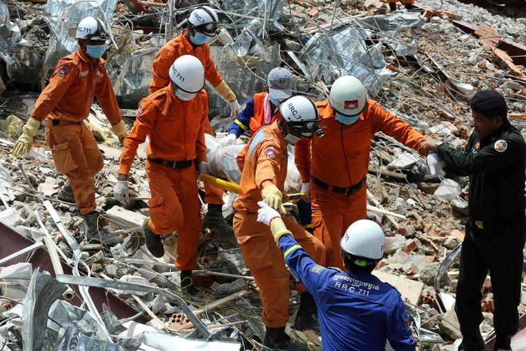 In Sihanoukville in Cambodja stortte twee dagen geleden een flat in.