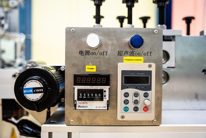 De Chinese tekst bij de knoppen zijn inmiddels voorzien van stickers in de Engelse taal