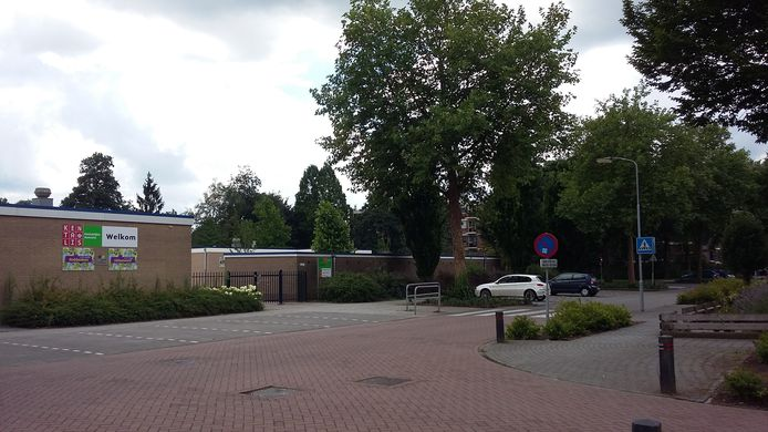 De kruising van de Vondelstraat en de Staringstraat waar de fotograaf tegen de grond werd geslagen.