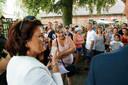 Rijsbergen ; donderdag 22 juni 2017  Burgemeester lenny Poppe -de Looff  spreekt bewoners toe op Fort Oranje