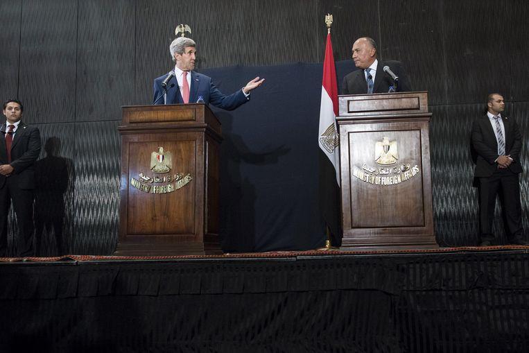Kerry met de Egyptische minister van Buitenlandse Zaken, Sameh Shukri. Beeld ap