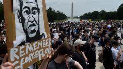 Misschien wel grootste demonstratie tegen politiegeweld en racisme in Washington na dood van George Floyd begint vreedzaam