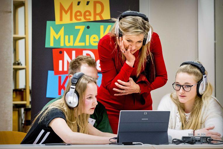 Koningin Máxima bezoekt een workshop digitaal componeren op de Pabo van Hogeschool Leiden. Zij is erevoorzitter Meer Muziek in de Klas. Beeld ANP