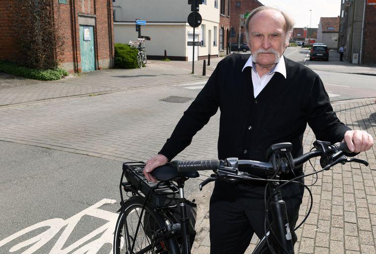 Jos Dewit (80) verruilde zijn motor voor een elektrische fiets.