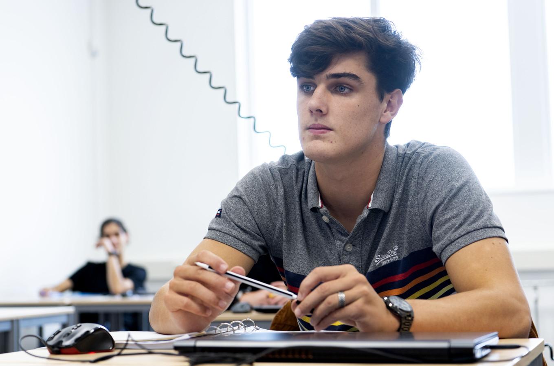 ROC-student Daan Dannenberg tijdens een lesje sterkte berekenen in het Techniekhuis in Hengelo.