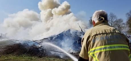 'Paasvuur' zorgt voor flink veel rook in Tubbergen