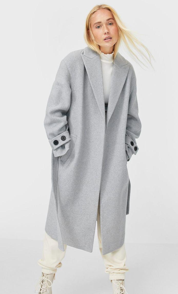Manteau gris avec ceinture