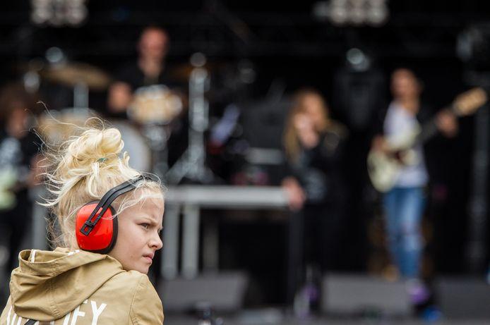 Veel jongeren gebruiken een vorm van gehoorbescherming als ze naar een concert gaan.