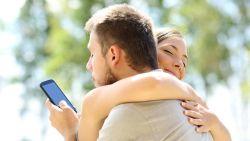 3 stiekeme apps die mannen en vrouwen gebruiken om hun overspel te verbergen
