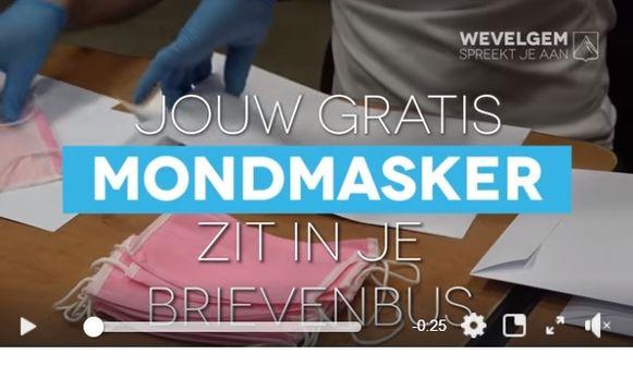 De gemeente Wevelgem leverde vrijdag 30.000 roze mondmaskers bij haar inwoners.