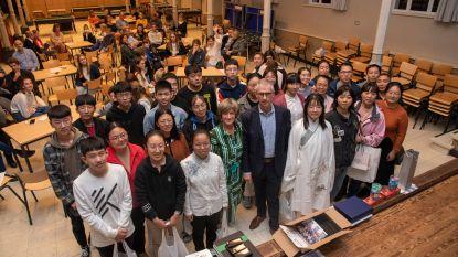 College Paters Jozefieten zwaait Chinese vrienden uit