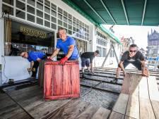 Horeca popelt om te heropenen: in Brugge bouwen ze alvast de ruimere terrassen op