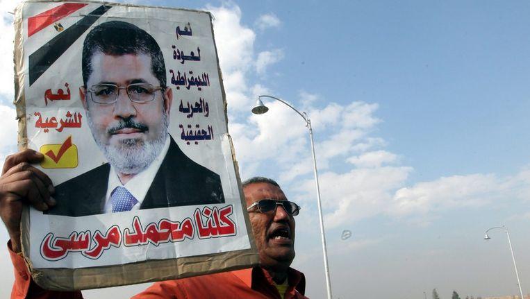 Een aanhanger van Morsi in Caïro. Beeld epa
