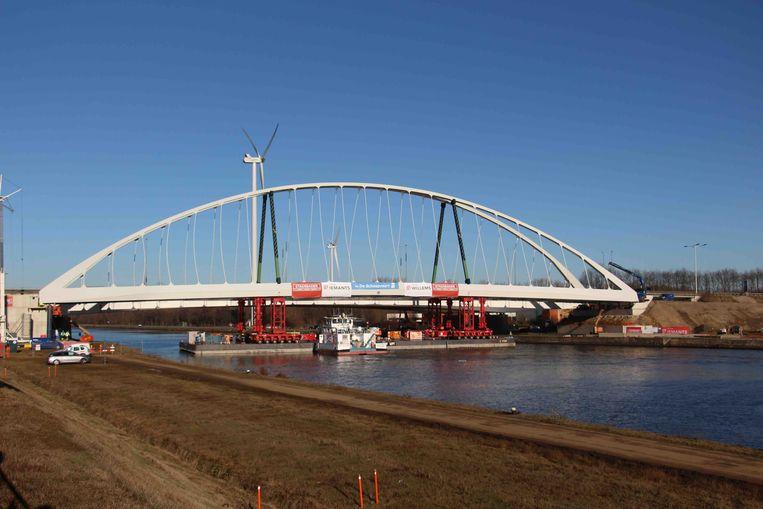 De werken in de omgeving van de brug duren al lang.