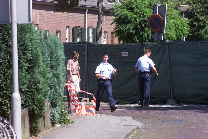 Politie-onderzoek na de dood van Linda Mens aan de Stadsgracht in Zevenaar op 30 juli 1999.