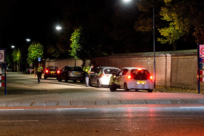 Politiecontroles in Oosterhout.