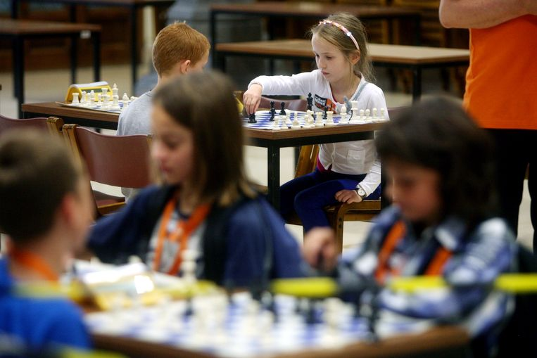 Schaken is populair in Brugge, waar het in steeds meer scholen gegeven wordt.