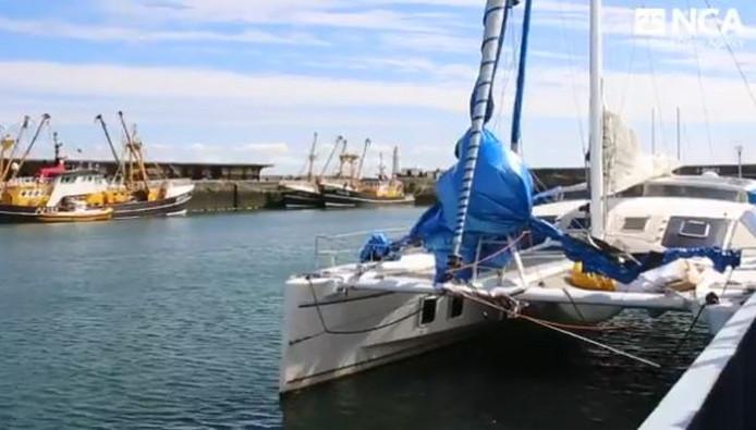 De catamaran Nomad in de haven van Newlyn in het zuidwesten van Engeland.
