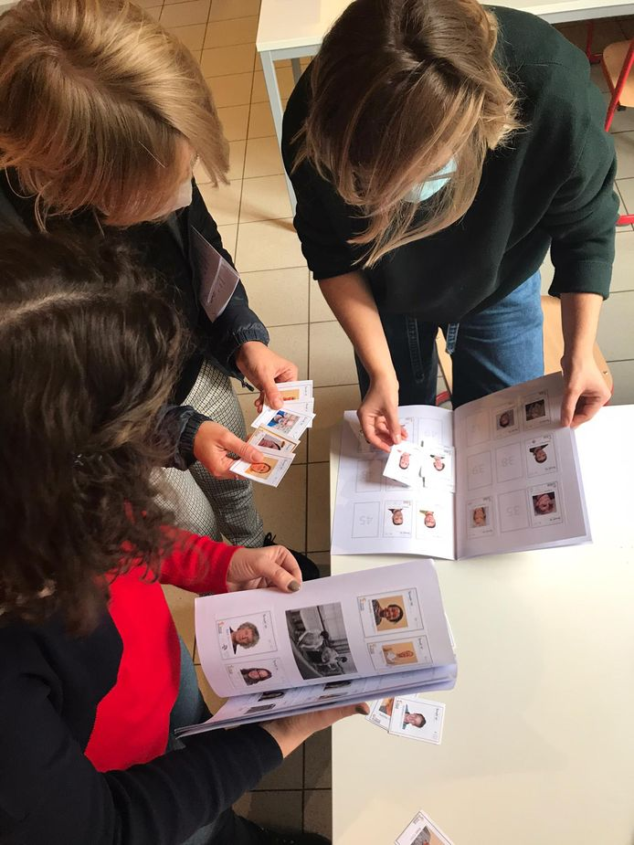Leraars verzamelen stickers en worden beloond met chocolaatjes.