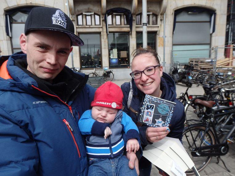 Anita en Michael van der Vliet hoefden niet lang na te denken over de naam van hun zoontje. Michael: 'Die kleine hooligan verdient een legendarische naam.' Beeld Schuim