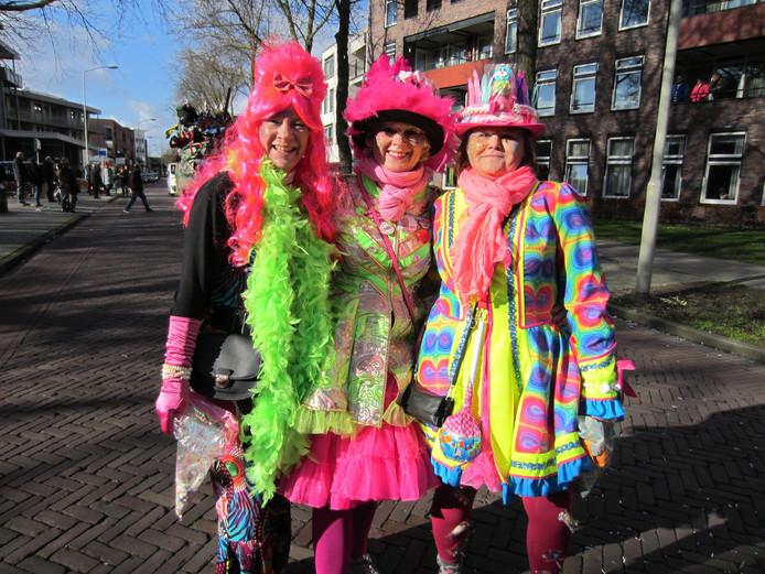 Dames van de groep Dilia tijdens de optocht in Someren.