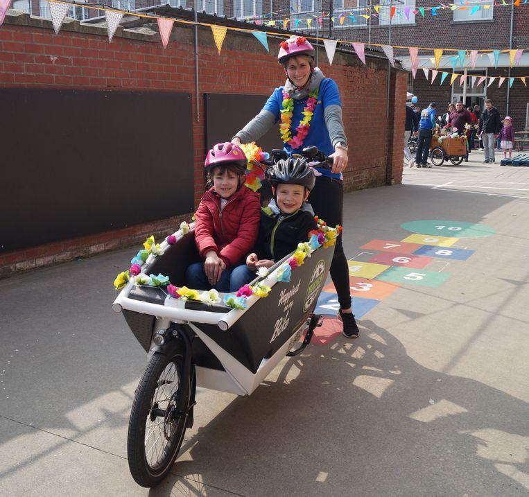 In de Gemeenteschool konden de kinderen een ritje maken in een bakfiets.