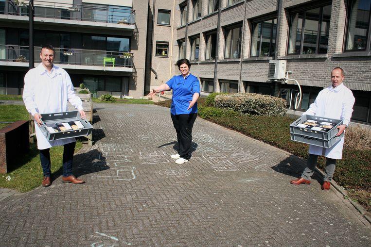 Q-Food deed een schenking van quiches aan woonzorgcentrum Ter Engelen.