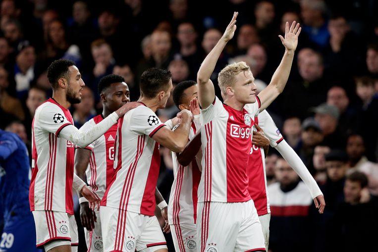 Geen vuiltje aan de lucht, zo leek bij de Amsterdammers. Donny van de Beek scoort de 1-4 in minuut 55. Match beslist, dacht iedereen.