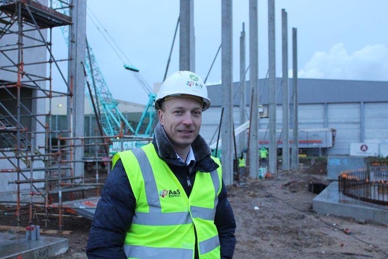 Op het perceel naast Unilin in de Breestraat in Wielsbeke wordt een groene energiecentrale gebouwd. Steven Vandenbulcke, de verantwoordelijke van het project, neemt ons mee op de werf.