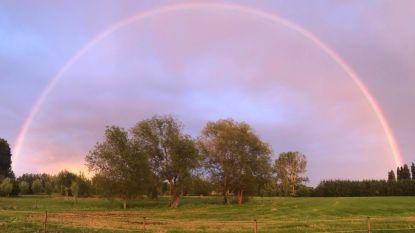 Lokeraars fotograferen prachtige regenboog
